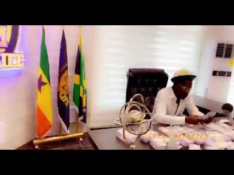 Shatta Wale Shows off Dollars as he enjoys Stonebwoys Putuu Song